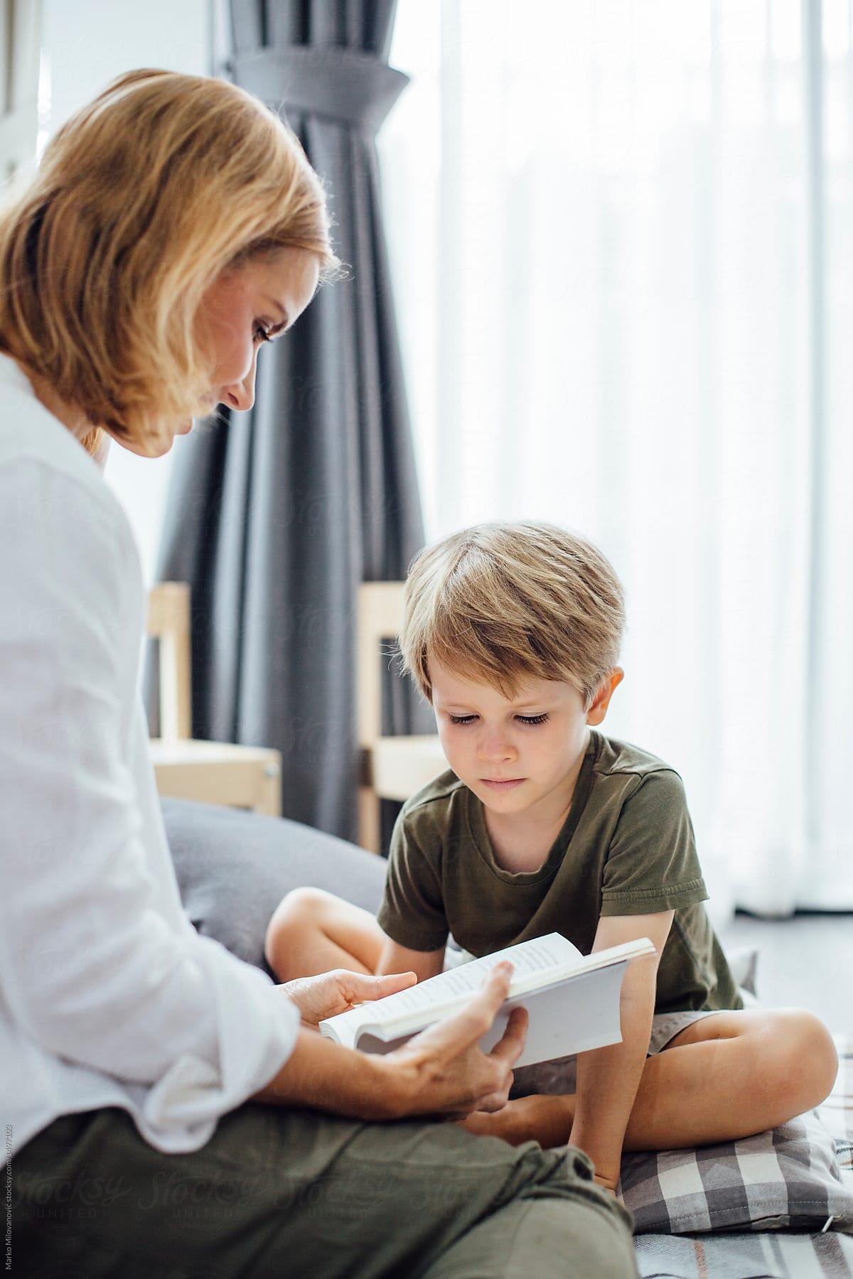 Πώς ωφελεί το παιδί να του διαβάζεις παραμύθια
