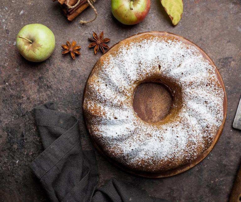 Αυτό το κέικ μήλου είναι ό,τι πρέπει γι αυτές τις ημέρες του Σεπτεμβρίου