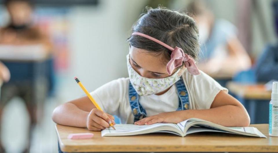 Αυξάνονται τα κρούσματα στους ανήλικους -Πώς η μετάλλαξη «Δέλτα» μολύνει 1 στα 4 παιδιά ως 18 ετών