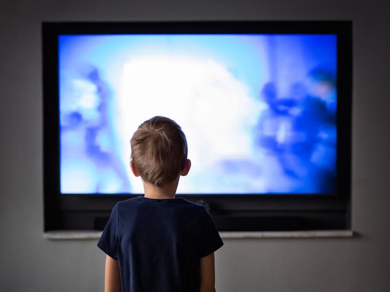 Πώς να συζητήσεις για τις ειδήσεις με το παιδί