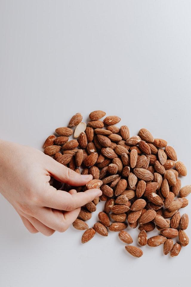 10 υγιεινά σνακ των 200 θερμίδων για κάθε στιγμή της ημέρας σου