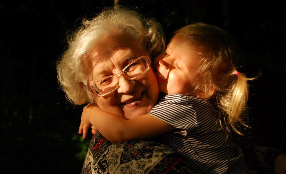 Ο τρόπος να μάθει το παιδί περισσότερα για τη ζωή της γιαγιάς και του παππού